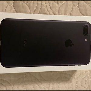 iPhone 7 Plus (UNLOCKED) & Otterboxes
